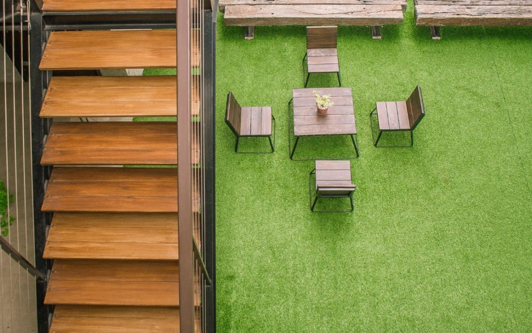 Outdoor Dining Made Better with Customized Putting Green Installation in Tampa
